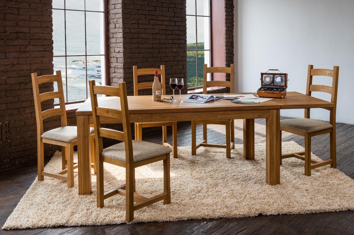 Masívne rozkladací olejovaný dubový jedálenský stôl Korund