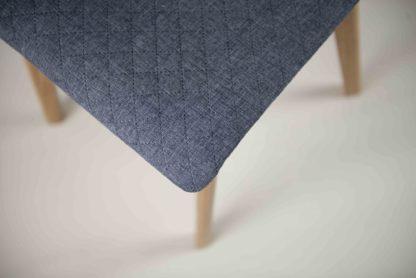 Dřevěná jídelní židle s prošívanou látkou Luka