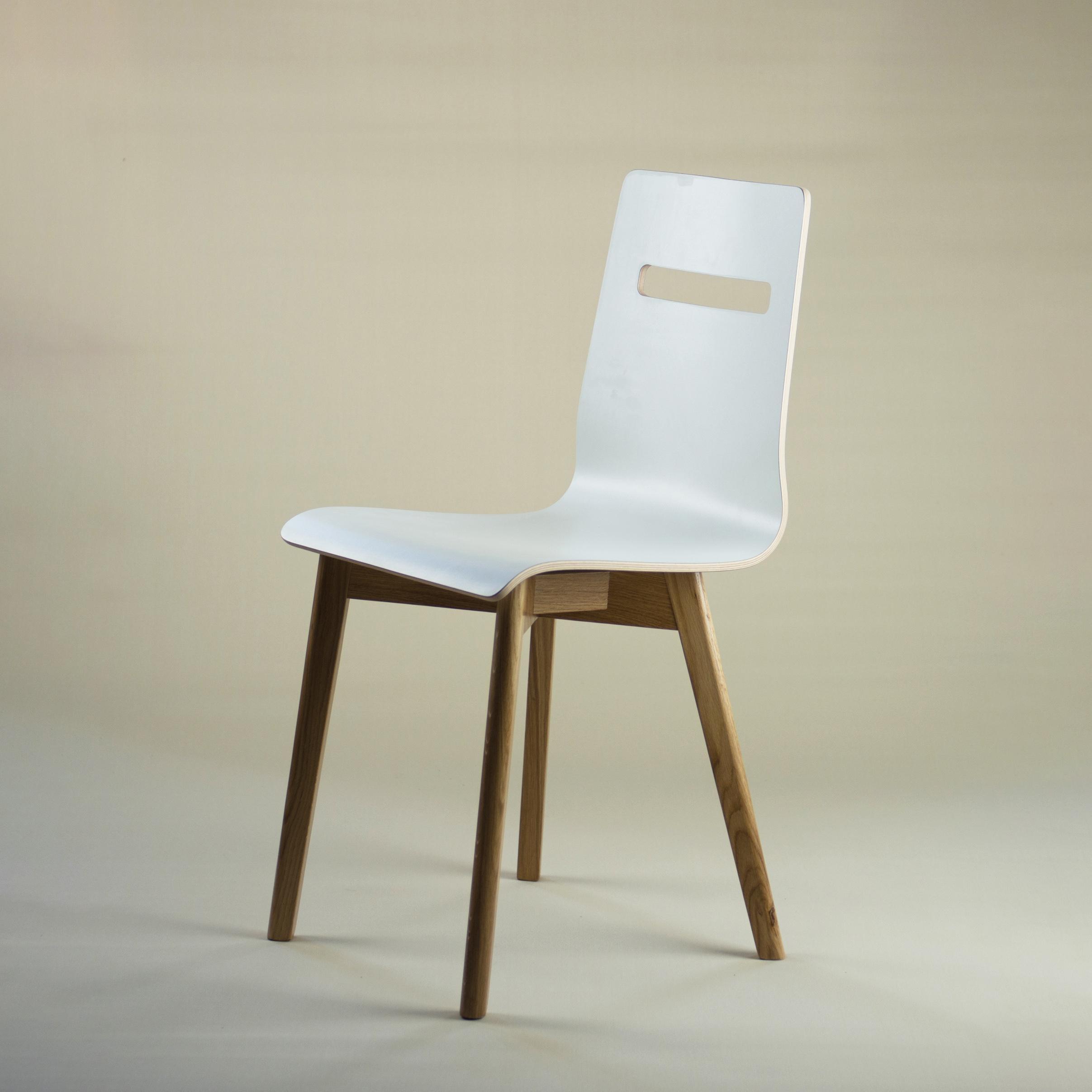 Drevená jedálenská olejovaná stolička Mia W