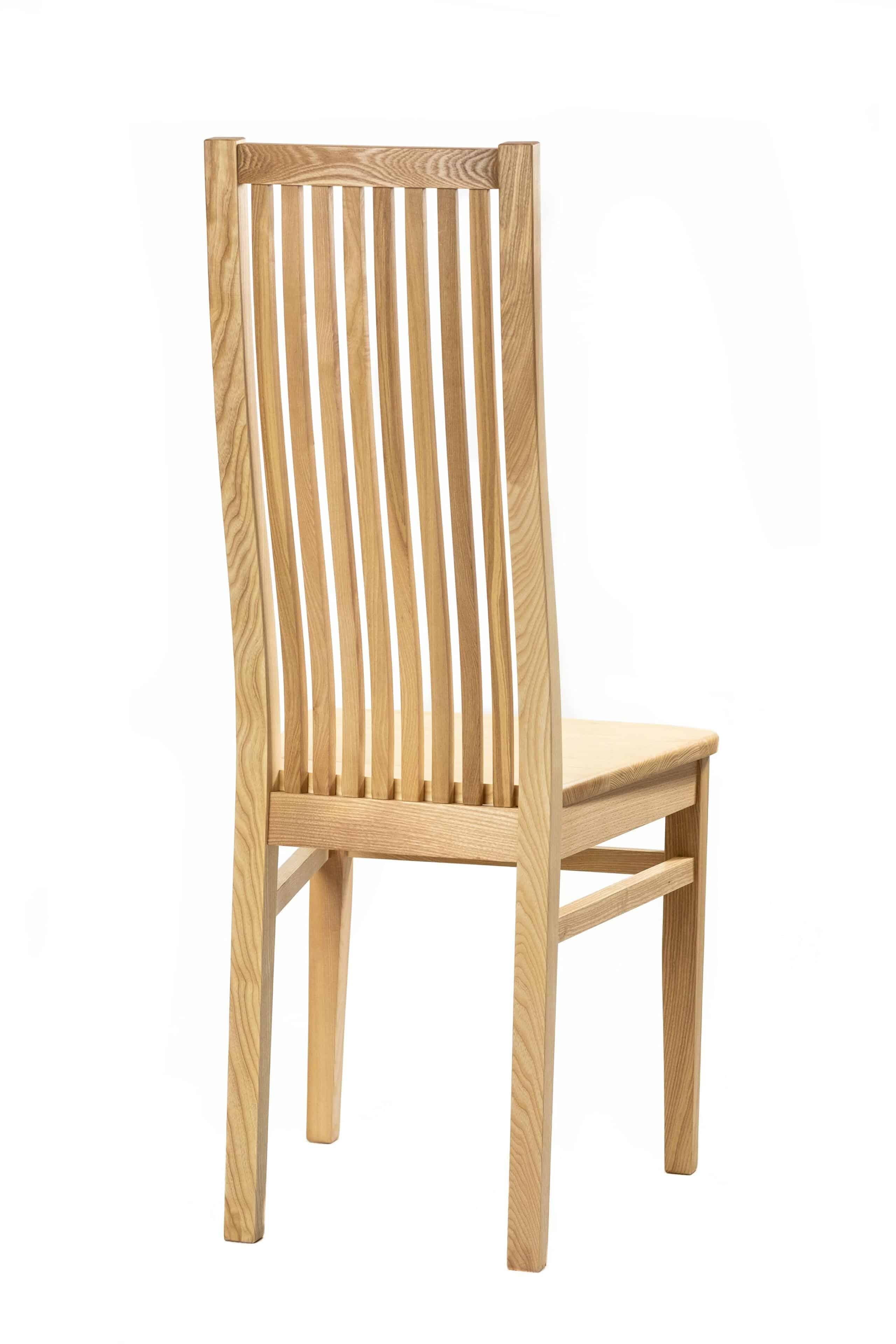 Masívne jaseňová lakovaná stolička Sandra