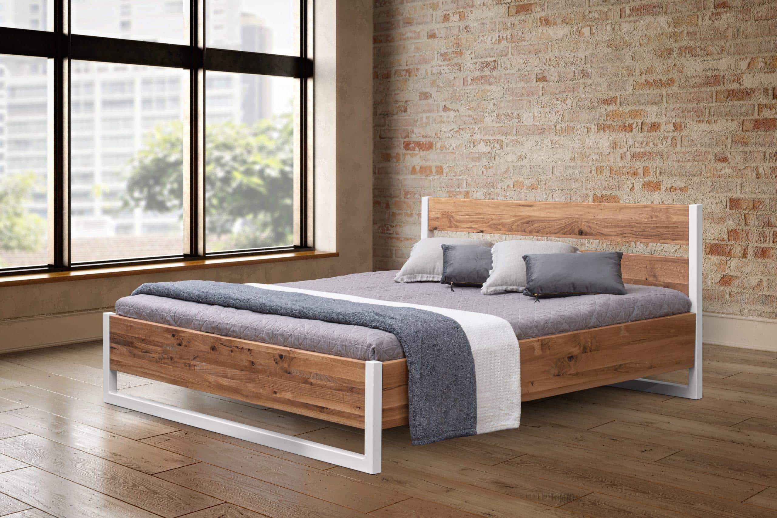 Dubová masívna posteľ Pavla, vrátane roštu a úložného priestoru